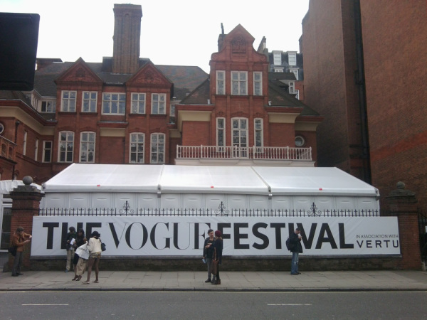 the-vogue-festival-banner-20121